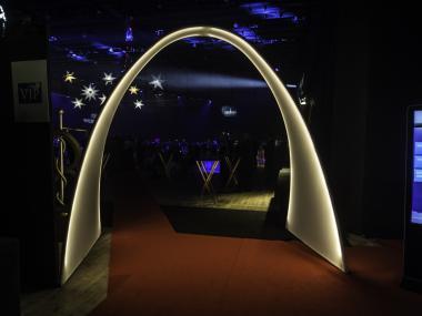 Eventdeco_Ages_svítící dekorace_vstupní brána